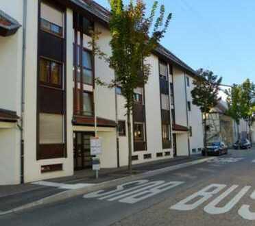 Helle und gepflegte 2,5-Zimmer-Wohnung mit Wintergarten, Tiefgarage, EBK – Top-Lage in Fellbach