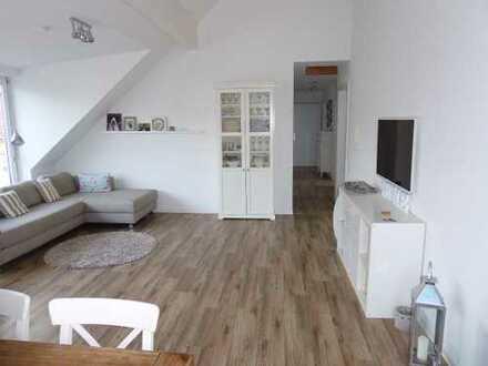 TRAUM von einer 4 1/2 Zi.- Dachgeschoss-Wohnung, Fußbodenheizung, EBK, hell und mit tollem Ausblick,