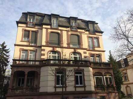Sanierte 2-Zimmer Altbauwohnung mit schönem Balkon
