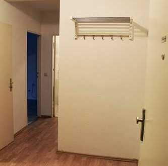 Zimmer in renovierter 2-Zimmer-EG-Wohnung mit Balkon und Einbauküche