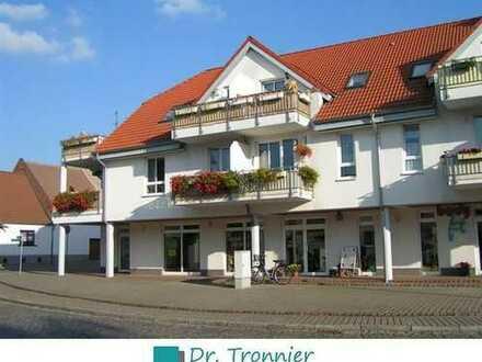 Zentrale Lage, neu renoviert, schicker neuer Bodenbelag, Balkon, Tiefgaragenstellplatz!