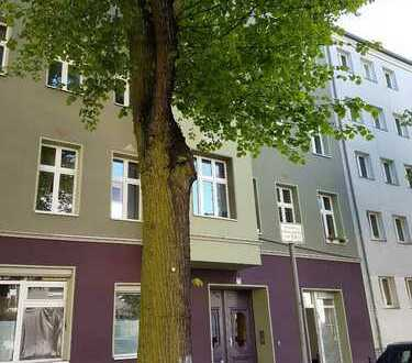 Schöne, geräumige ein Zimmer Wohnung mit großer Wohnküche in Berlin, Treptow