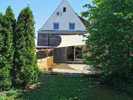 Freistehendes Einfamilienhaus mit bebaubarem Grundstück