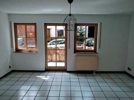 Sanierte 2-Zimmer-Erdgeschosswohnung mit Balkon und EBK in Hechinger Straße, Rottenburg-Dettingen
