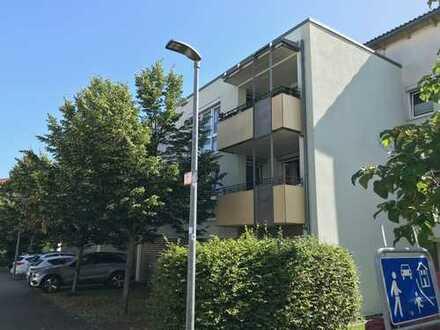 Gepflegte 3-Zimmer-Wohnung mit Balkon und EBK in L.-Echterdingen von privat
