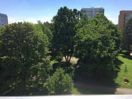 Schöne sanierte Drei-Zimmer-Wohnung in München-Bogenhausen