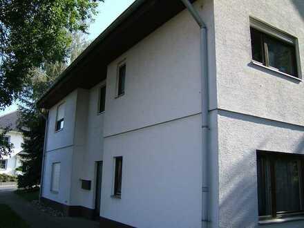 Gepflegte Terrassenwohnung mit vier Zimmern und Balkon in Kaltenholzhausen