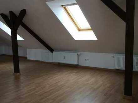 Sanierte 1-Zimmer-Dachgeschosswohnung mit EBK in Colditz