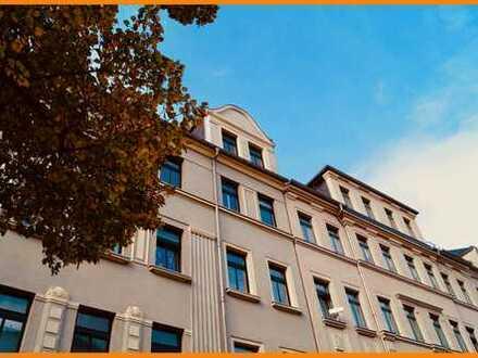 =) 3 Zimmer + EBK + Balkon , gibt es HIER =)