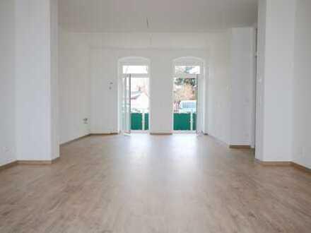 *** ERSTBEZUG mit 40qm Wohnzimmer und modernem Essbereich+Balkon ***