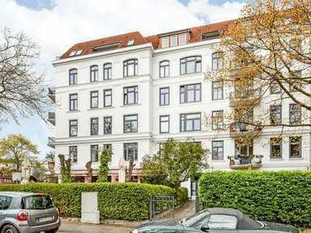 Erstbezug nach Sanierung, Einbauküche, Wannenbad, zwei Balkone, umfassend modernisiert