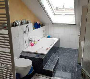 Gepflegte 3,5-Zimmer-Dachgeschosswohnung mit Balkon und EBK in Enzweihingen