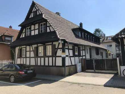 Zweifamilienhaus (Denkmalschutz) mit viel Potenzial in zentraler Wohnlage von KA-Bulach