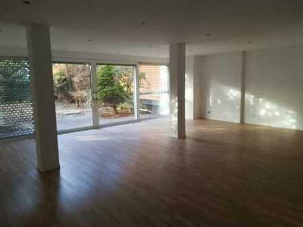 Große renovierte 2-Zimmer Wohnung