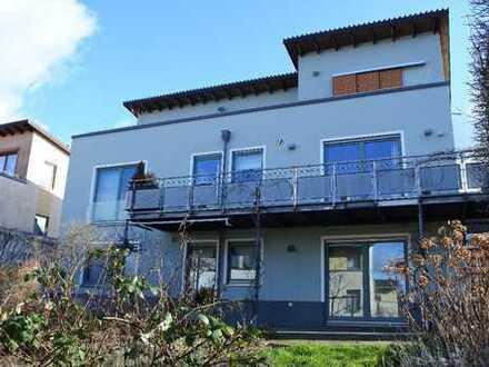 Modernes Mehrgenerationenhaus mit ca. 236 m² Wfl., toll gestaltetem Garten und mehreren Terrassen