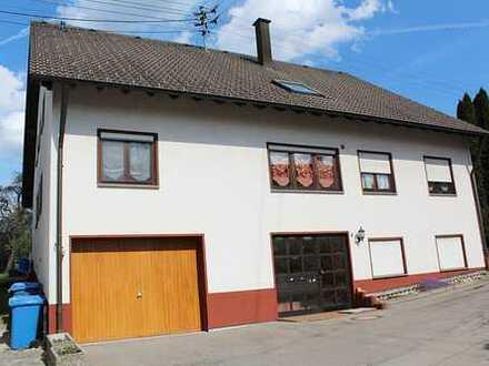 Großes Zweifamilienhaus in Schömberg (TO) - Hauptwhg. frei, DG-Whg. vermietet