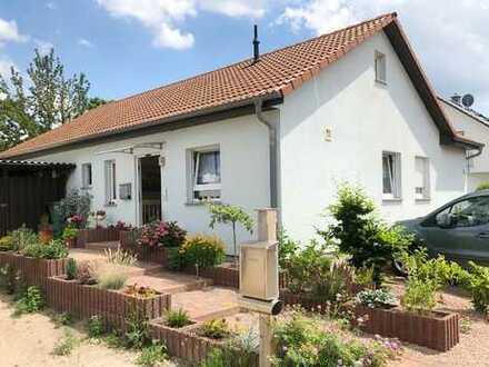 Käuferprovisionsfrei! Genießen Sie Wohnen auf einer Ebene in modernem freistehenden Einfamilienhaus