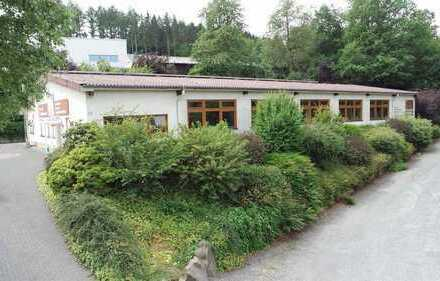 Wildbergerhütte/ Köln 65 km: Preiswerte, moderne Produktions-/ Lagerhalle mit Büro