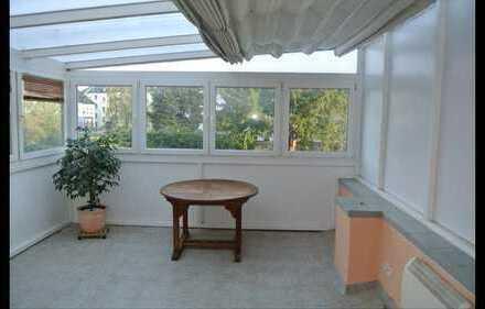 Gepflegte Terrassenwohnung mit drei Zimmern Einbauküche in Mönchengladbach
