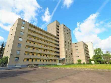 Zentrales Wohnen in Auerberg! Gemütliche 44 m² im 2. OG mit West-Loggia und TG!