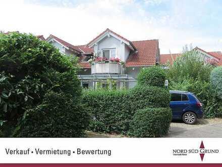 Bezaubernde 2-Zimmer-Dachgeschosswohnung, ca. 50 m², ruhige Lage. Balkon. Tiefgarage.