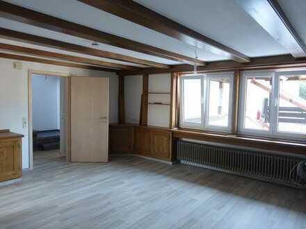 Ruhig gelegene 2 1/2-Zimmer-Maisonette-Wohnung mit Balkon und Terrasse