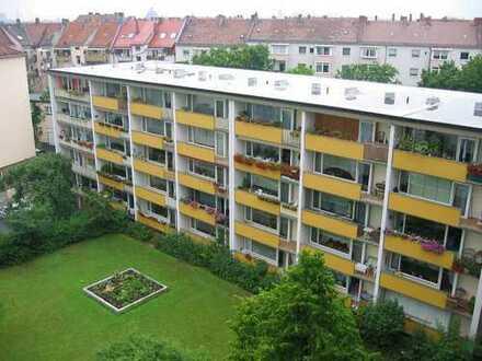 geräumige 4 Zimmer Wohnung mit Balkon