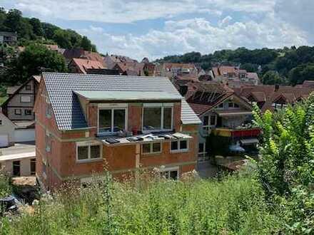 Erstbezug: Hochwertige 3-Zimmer-Maisonette-Wohnung mit Einbauküche und Terrasse Königsbach-Stein