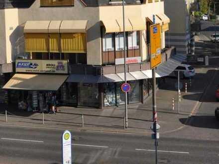 Einzelhandelsgeschäft mit 400 m² Verkaufsfläche und 27 Meter Schaufenster Front