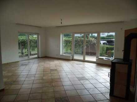 2-Zimmer Wohnung/Haus mit Terrasse, Kaminofen und Einbauküche in Wetter