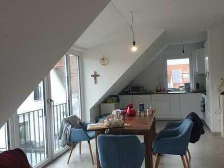 neuwertige DG-Wohnung mit Balkon in 3-Fam.-Haus