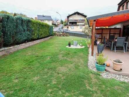 Vielseitig nutzbares Eigenheim: Gepflegtes MFH mit großem Sonnengarten, 2 Terrassen und Balkon