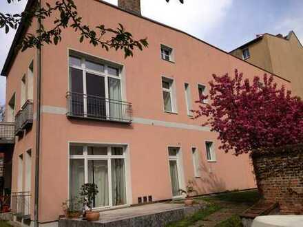 *Wasserblick-Apartment mit Kaminofen, franz. Balkon, möbliert, total ruhig+grün, Parkplatz mgl.*