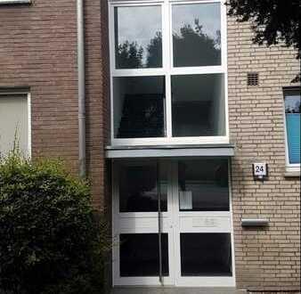 Modernisierte Wohnung mit vier Zimmern und Balkon in Wesel