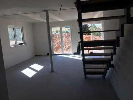 Erstbezug: schöne 5-Zimmer-Wohnung mit Balkon, Terrasse und Garten in Sommerkahl