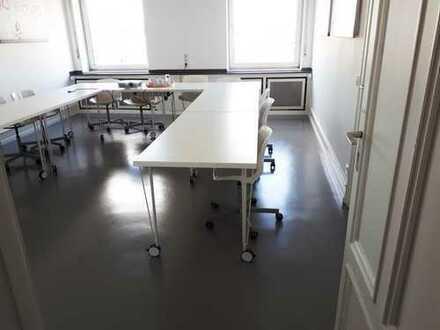 Schicke und moderne verfügbare Büroräume in netter Bürogemeinschaft in historischem Altbau