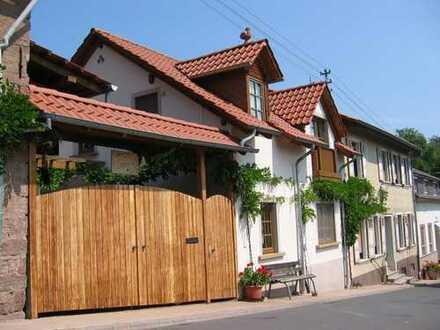 Ruhig gelegenes bäuerliches Anwesen mit Scheune und Garten und guter Anbindung