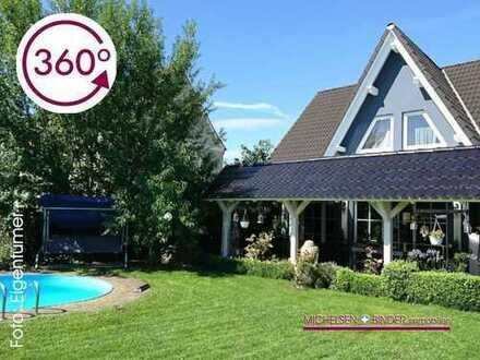 Einfamilienhaus mit großem Pool im mediterranen Garten für Urlaub zu Hause: SOLIDE. RUHIG. BEGEHRT.