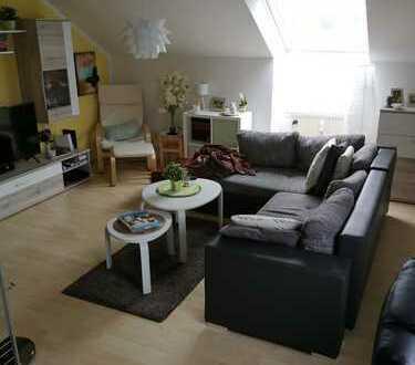 Klinik- und Uninähe Modernisierte 1-Zimmer-Dachgeschosswohnung mit Einbauküche in Augsburg