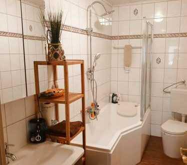 Vollständig renovierte 4-Zimmer-Wohnung mit Balkon und Einbauküche in Sulzfeld