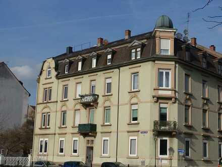 Gepflegte, sonnige Wohnung mit drei Zimmern und EBK in Baden-Baden