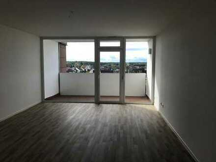 Erstbezug nach Sanierung: schöne 3,5-Zimmer-Wohnung mit Balkon in Rodgau