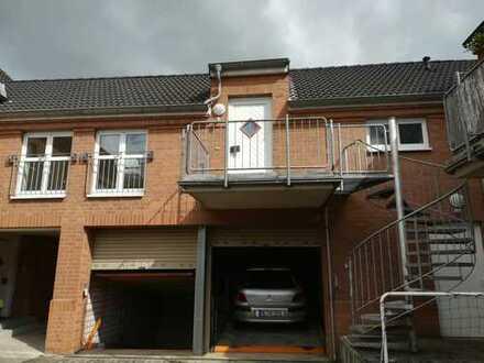 Schöne, helle 2 Zimmer, Küche, Bad, Flur- Wohnung mit 2 Balkonen, Garage in Neuss- Allerheiligen