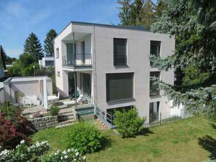7-Zimmer-Einfamilienhaus mit Einbauküche, Garten & Garage in Berlin-Zehlendorf