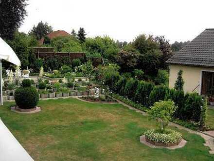 Schön möbliertes Appartment mit Terasse und Gartenzugang