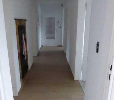 Gepflegte 4-Zimmer-Wohnung mit Balkon im Eckenweiher
