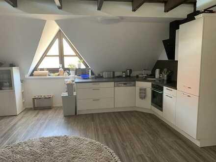 Modernisierte Maisonette-Wohnung mit zwei Zimmern und Einbauküche in Würzburg