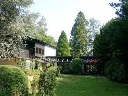 POCHERT IMMOBILIEN - Für Naturliebhaber! Wohnhaus mit parkähnlichem Garten, mitten in Kaiserslautern