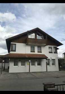 Exklusive, geräumige und modernisierte 3-Zimmer-Wohnung mit 2 Balkonen und EBK in Emmerting