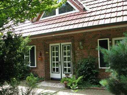 ***Freistehendes Landhaus mit ganz viel Wohngenuss und einen schönen parkähnlicher Garten***